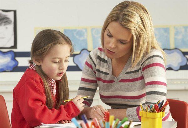 Trả lời câu hỏi có nên thuê gia sư tại nhà cho con