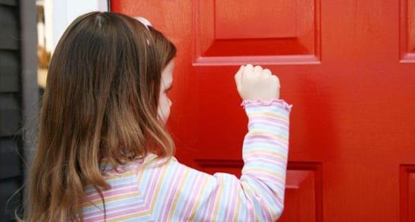 7 phép lịch sự cha mẹ nên dạy con khi đến nhà người khác chơi